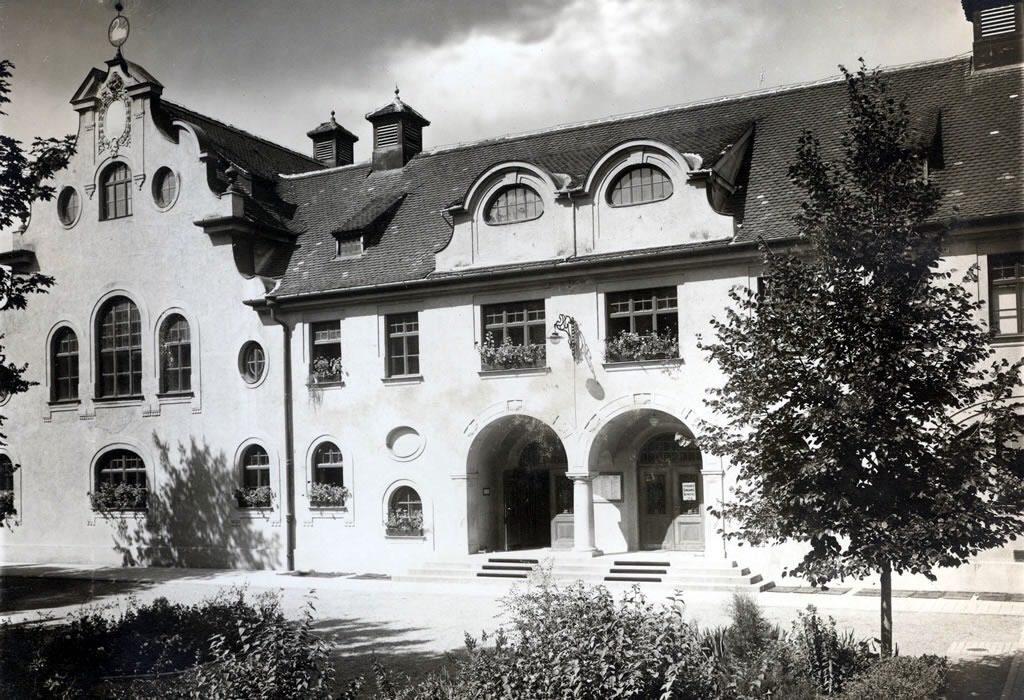 Sanatoriul Stadtpark (inaugurat in 1906) a format impreuna cu Baia Populara